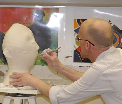 Professor putting details on the face of the sculpture