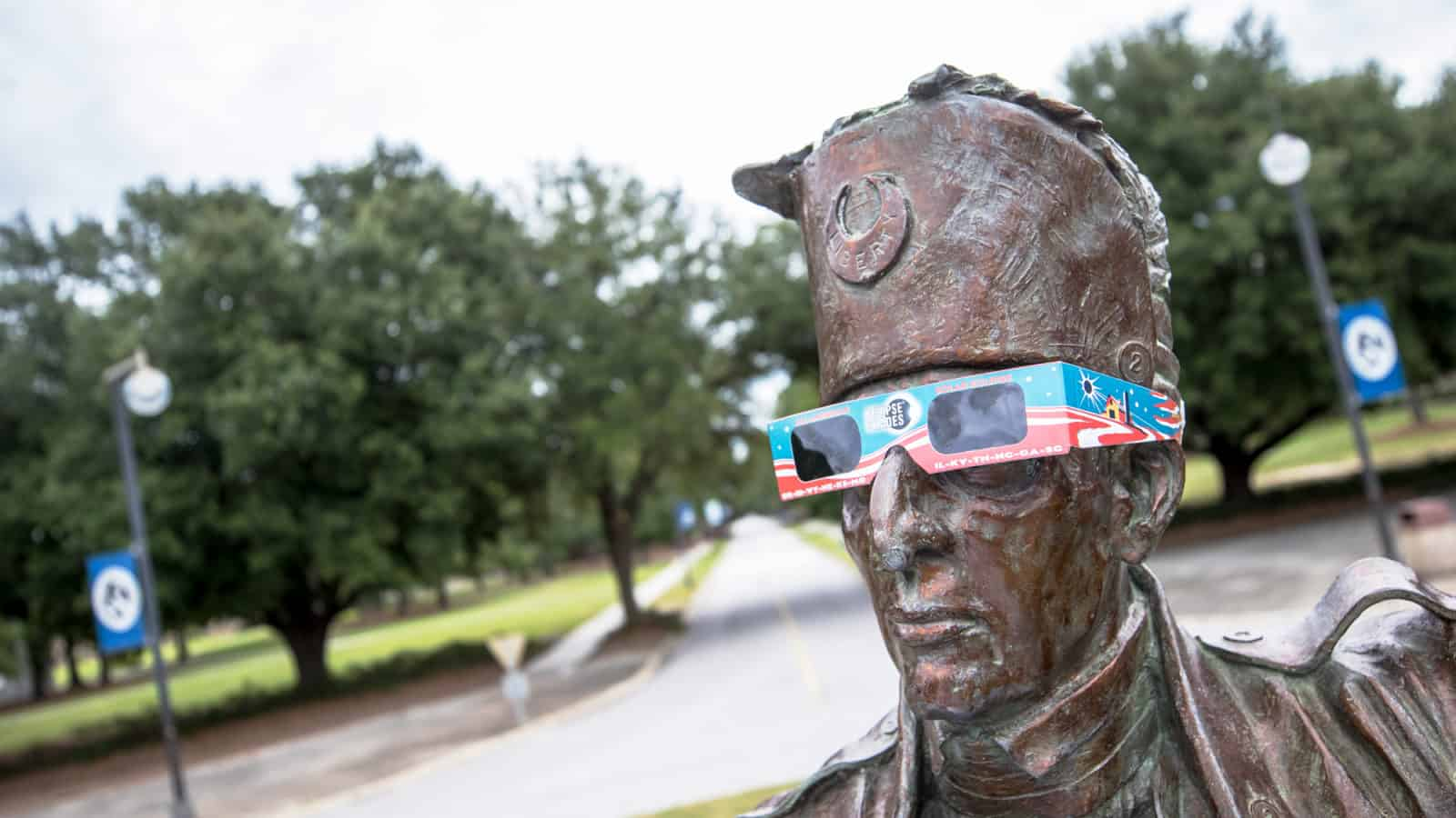 FMU professor warns of bogus eclipse glasses